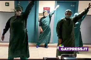 Coronavirus-infermieri-Pisa-ballano-Redefinition-degli-Infernal-coreografia-mamamia-gay