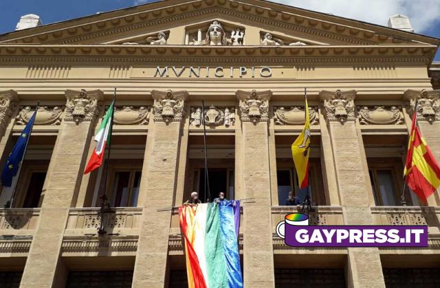 Messina-bandiera-arcobaleno-Municipio-Palazzo-Zanca-per-celebrare-stretto-pride-cancellato-per-coronavirus