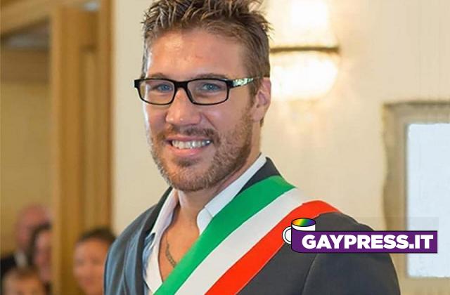 Fabio-Tuiach-e-il-suo-post-social-i-froci-hanno-l-HIV-utilizzando-fotpo-di-Rocco-Casalino