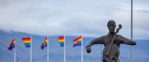 Storia-della-comunità-lgbtq-sui-libri-di-testo-a-scuola-per-combattere-lìomofobia-ecco-la-petizione
