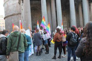 sit-in comunità lgbt+ a Roma per chiedere di cambiare l'articolo 3 presente nella legge sull'omotransfobia gaypress