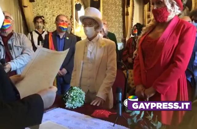 A Giarre la coppia gay e attivista lgbt si è unita civilmente per commemorare l'omicidio di 40 anni fa ai danni di una coppia omosessuale
