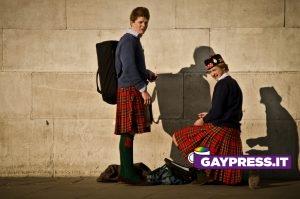 In Scozia la legge contro l'omotransfobia vieta di odiare e discriminare in Italia no