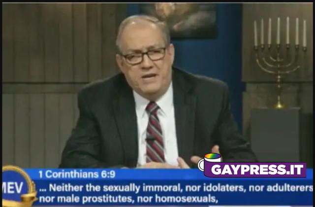 Prete omofobo dava la colpa ai gay se il Covid-19 esiste e in 7 giorni è morto di Coronavirus