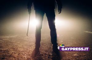 Padre omofobo di Torino paga bandito per picchiare e spezzare mani al figlio gay