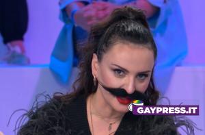 Arisa con i baffi ad Amici 20 e Maria dice frase a favore della comunità LGBT+
