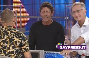 Esposito Aniello dice ricchi*ne a Avanti un Altro e Paolo Bonolis non dice nulla sull'omofobia del concorrente (Video)