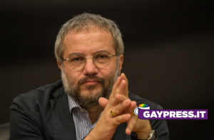 Claudio Borghi, con un post su Twitter, lascia intendere che LGBT+ hanno tutti l'AIDS